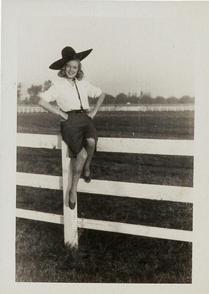 Photos-never-seen-before-Marilyn-Monroe-before-fame-will-go-to-the-auction-5ab16b79668b2__700 Мэрилин Монрогийн олонд дэлгэгдэж байгаагүй зургууд