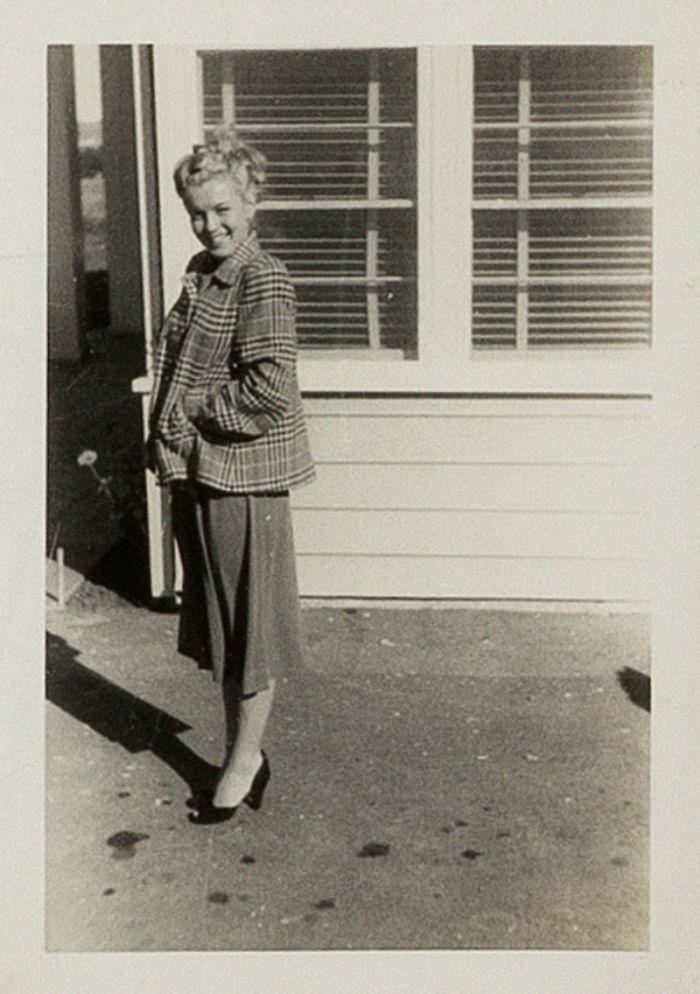 Photos-never-seen-before-Marilyn-Monroe-before-fame-will-go-to-the-auction-5ab16b90cfc3b__700 Мэрилин Монрогийн олонд дэлгэгдэж байгаагүй зургууд