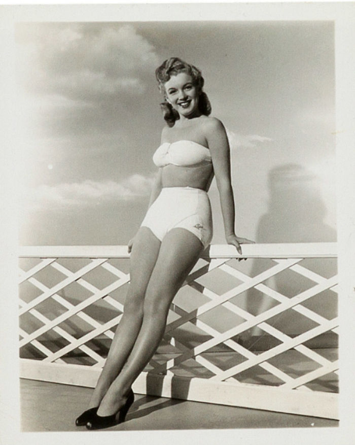 Photos-never-seen-before-Marilyn-Monroe-before-fame-will-go-to-the-auction-5ab16bc90e6d2__700 Мэрилин Монрогийн олонд дэлгэгдэж байгаагүй зургууд
