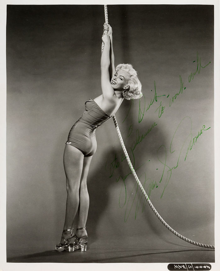Unpublished-Marilyn-Monroe-photos-before-the-great-glory-will-go-to-the-auction-5ab213fec1b7c__700 Мэрилин Монрогийн олонд дэлгэгдэж байгаагүй зургууд