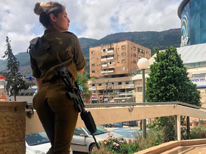 e55e4919f187492fb5b3312eb4ee51eb Израилийн армийн цэрэг үзэсгэлэнт охид