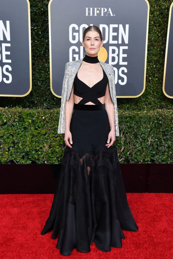 rosamund-pike-attends-the-76th-annual-golden-globe-awards-news-photo-1090664424-1546823827-683x1024 Алтан бөмбөрцөг 2019: Улаан хивсний ёслол