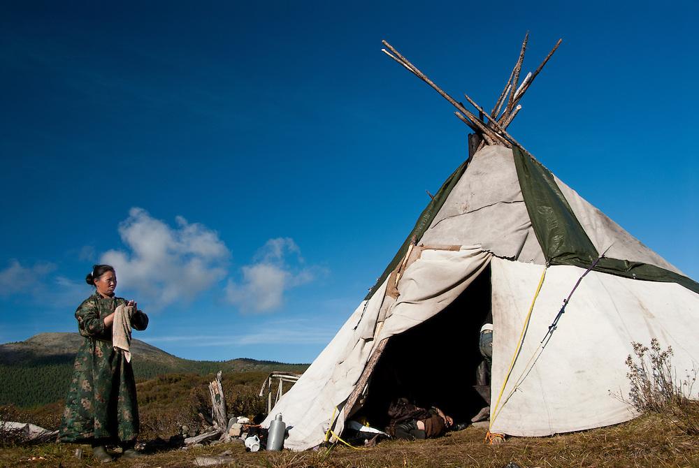 04-5 Монголын мөхөж буй цаатнуудын амьдрал