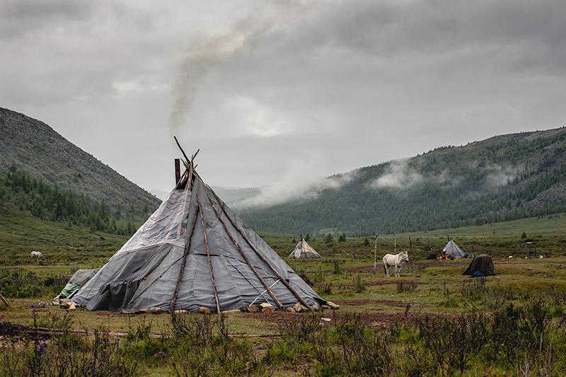 06-1 Монголын мөхөж буй цаатнуудын амьдрал