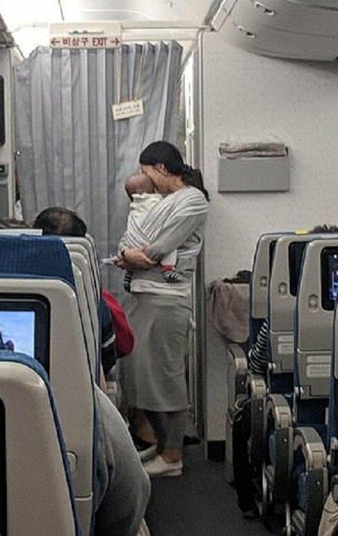 1-0 Солонгос ээжийн үйлдэл зорчигчдын хайрыг татав