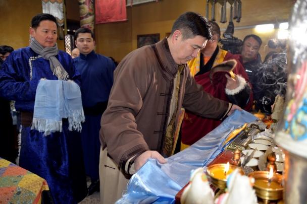 1-4 Монголын төр, түмний эх шүтээн Очирдарь шүтээнд мандал өргөлөө