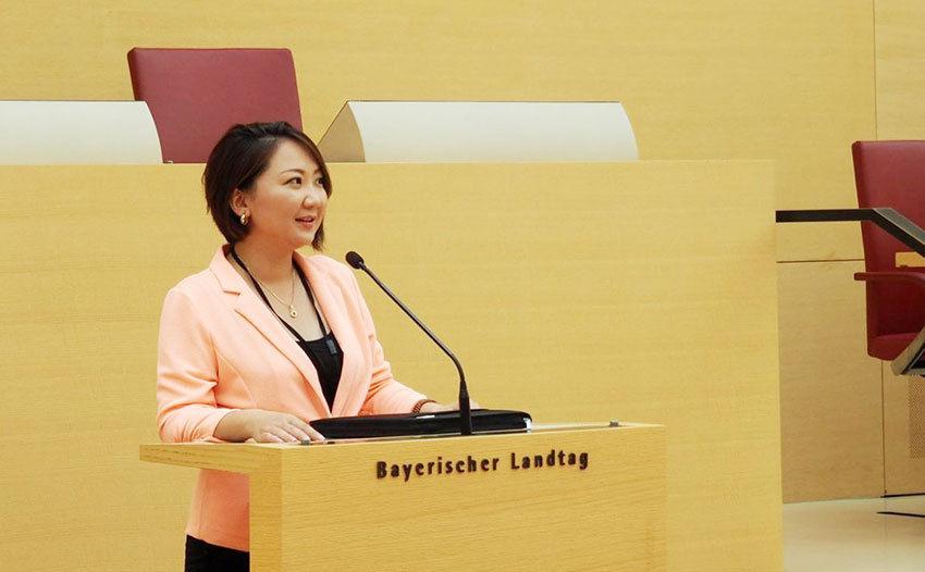 affc8e_2-18-1_1__x974 Н.Солонго: Монгол Улсыг улстөрчид хөгжүүлэхгүй
