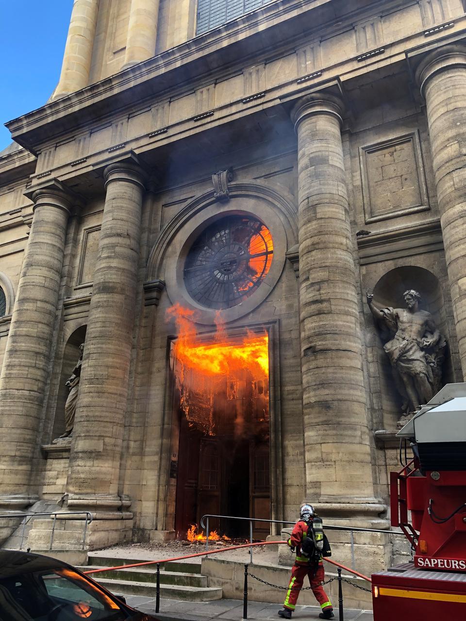 03-13 Парисын Дарь эхийн сүм галд өртлөө