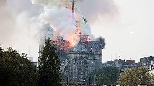 04-3 Парисын Дарь эхийн сүм галд өртлөө