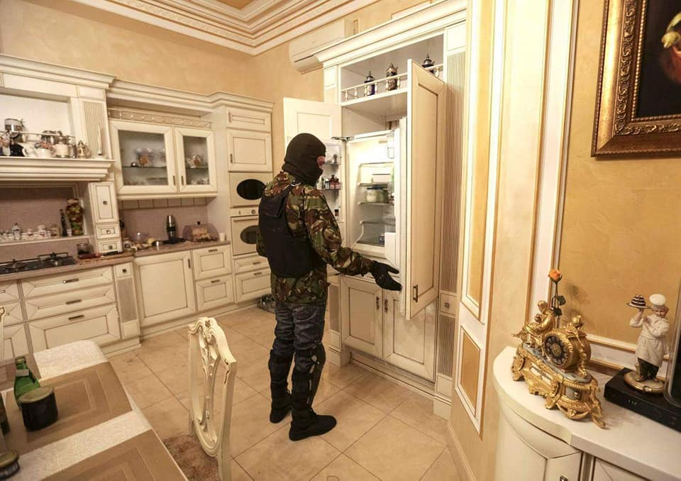 56189933_620288401771083_7910249106805620736_n Улсаасаа зугтсан, Украины прокурор асан Пшонкагийн тансаглал
