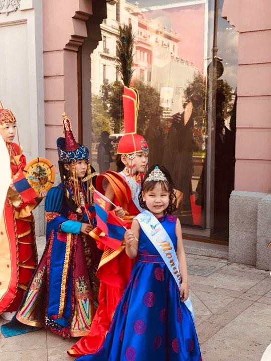 """58689461_278359049738531_900047995020509184_n Монгол охин """"Дэлхийн бяцхан мисс-2019"""" тэмцээний Тэргүүн дээд шагналыг хүртлээ"""