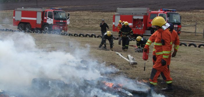 DSCF8042-702x336 Халуун үнс, нурмаас түймэр дэгдэж, 10 айлын байшин шатлаа