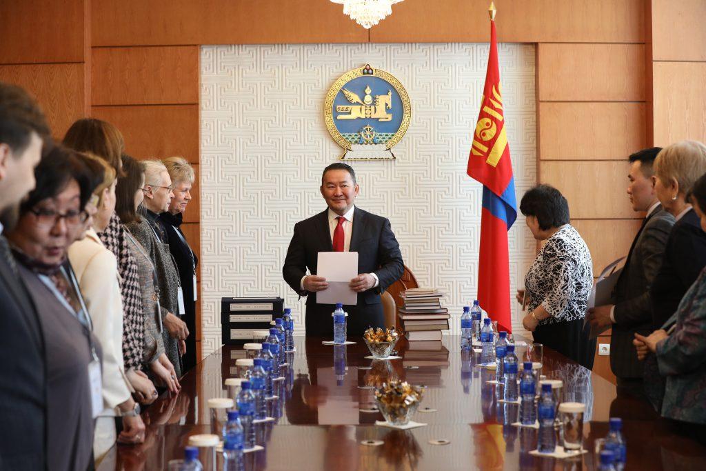 IMG_8262-1024x683 Ерөнхийлөгч Монгол судлаач эрдэмтдийн төлөөллийг хүлээн авч уулзав