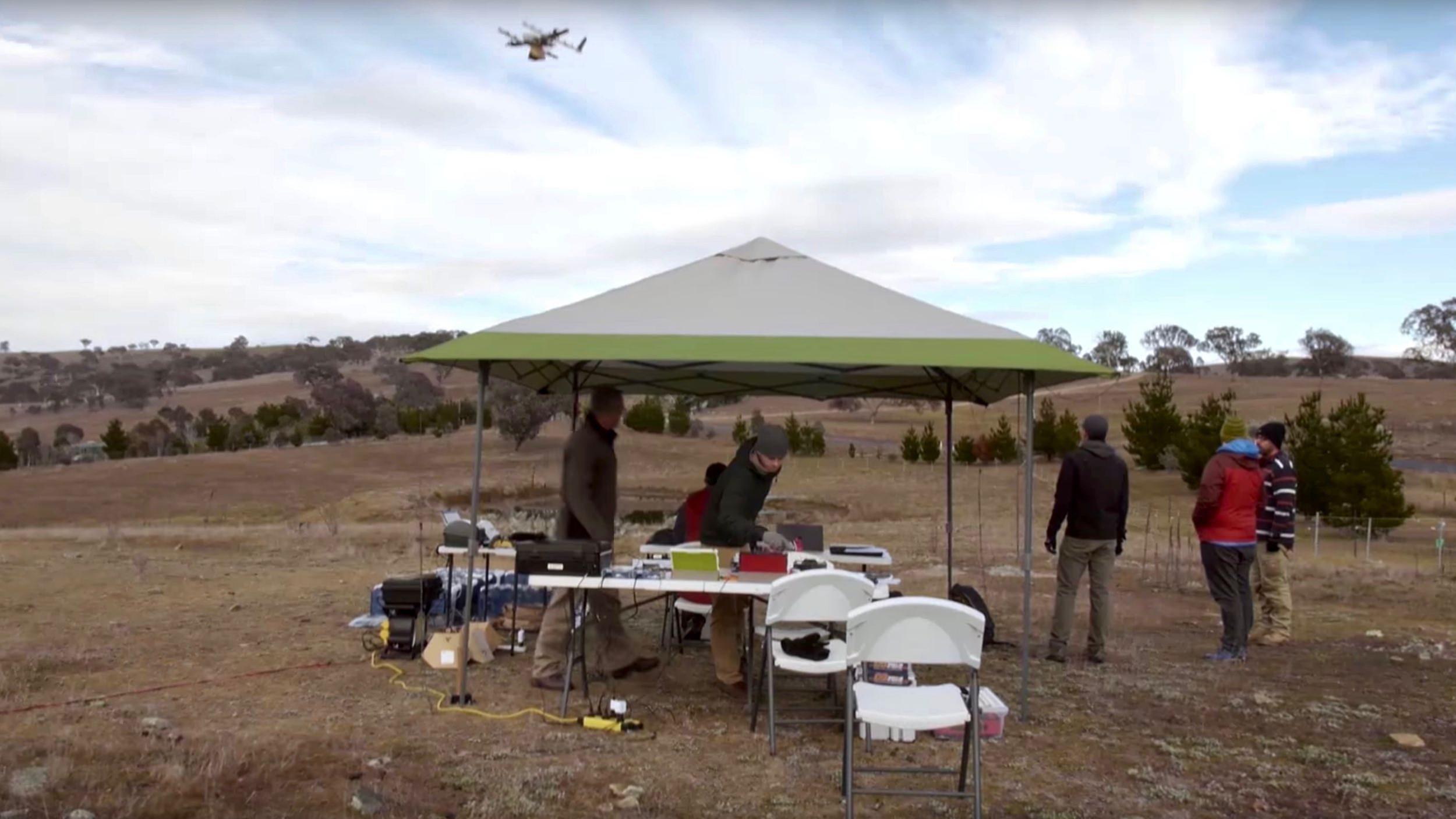 burritos-delivered-by-drone-alphabet_s-project-wing-in-south-eastern-australia-201 Google компани дроноор бараа хүргэх ажлыг Австралид эхлүүллээ
