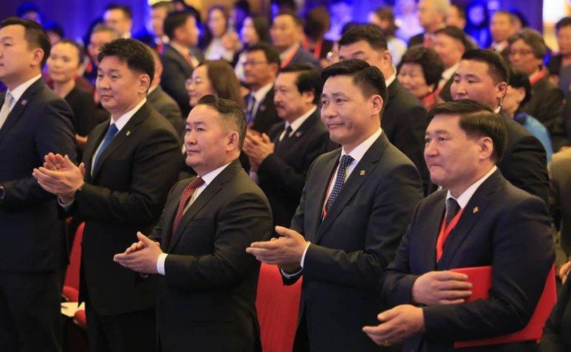 fd213826-2a8f-4590-9c7c-831d873245bd-810x500 Монголын багш нарын VII их хуралд 22-91 насны 800 төлөөлөгч оролцож байна