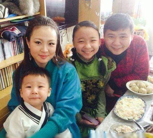 hulan Олны танил эрхмүүдийн гэр бүл