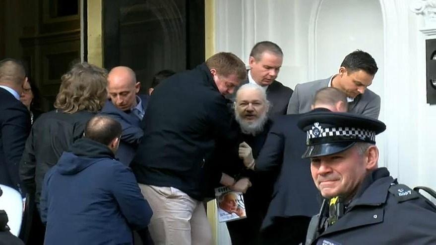julian-assange-arrested-1 Ж.Ассанжийн хэргийн эргэн тойронд
