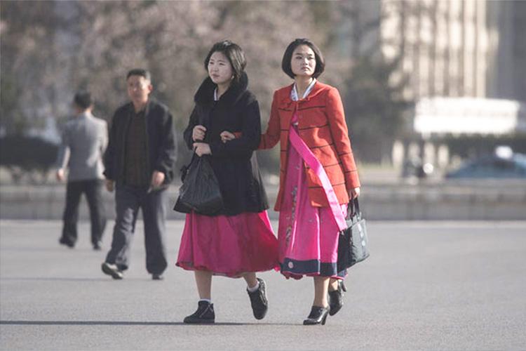 north-korea Хойд Солонгосын эмэгтэйчүүдийг богино үстэй байхыг шаарджээ
