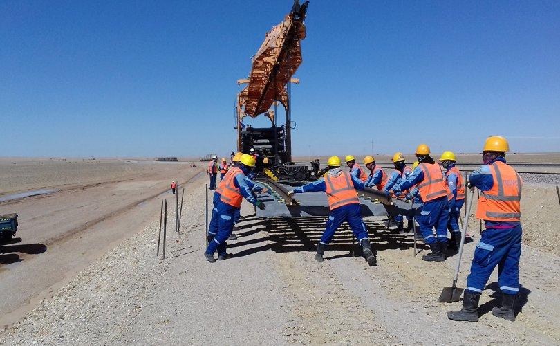 Төмөр-зам-2-1-810x500 Нефть боловсруулах үйлдвэрийн төмөр замыг барьж дууслаа