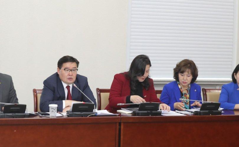 """2b95fde3-4cd5-43a6-8256-bc4276503e0d-810x500 """"Монгол Улсын хөгжлийн тулгамдсан асуудлууд, түүний учир шалтгаан, шийдэл"""" хэлэлцүүлэгт Г.Занданшатар үг хэллээ"""