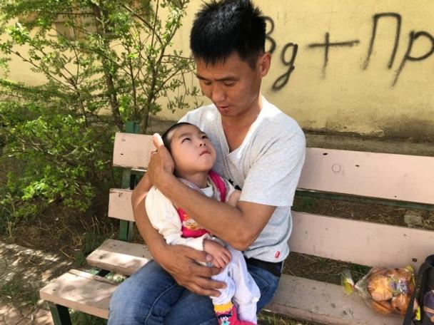 7.1 Долоон настай ч хоёр настай хүүхэд шиг өсөлттэй өвчтэй хүүгээ өдөр шөнөгүй АСАРДАГ ААВ