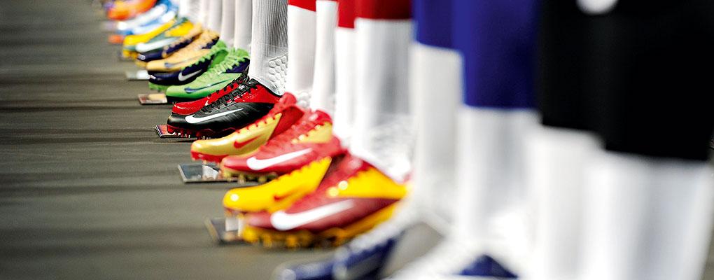 """Nike-Football-Boots Гутлын компаниуд Хятадтай """"дайсагнахгүй"""" байхыг Д.Трампаас хүсчээ"""