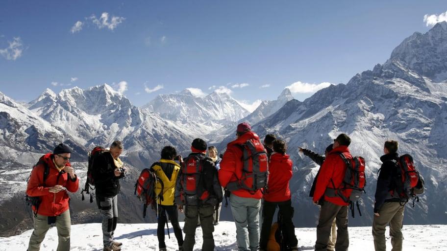 RTXOGPX_dxtp5l Олон уулчид Эверестийн оргилд гарахаар дараалал үүсгэсэн нь амиа алдах шалтгаан биш гэв