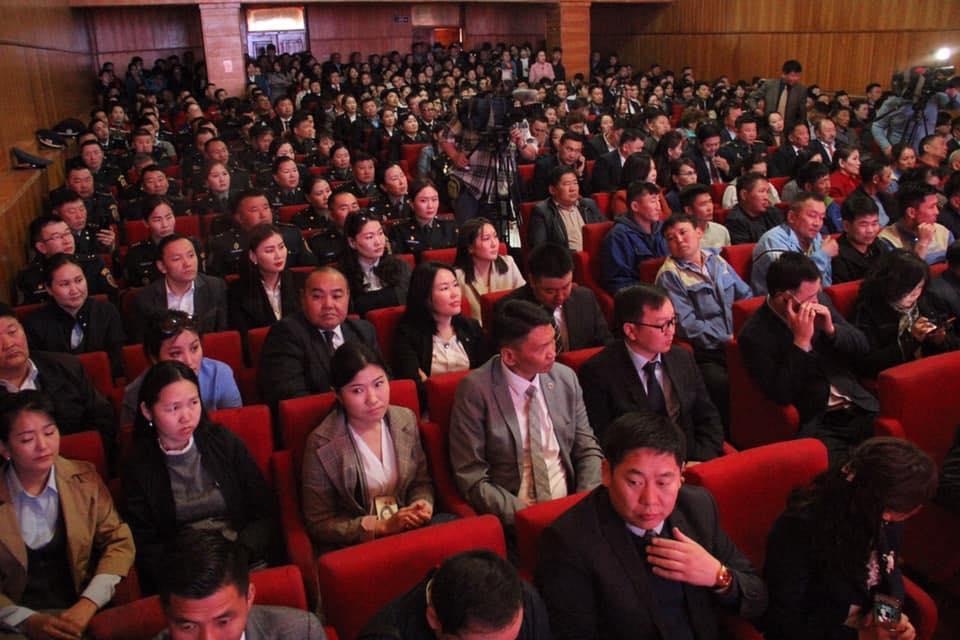 d7f1c8cf0ea846bca2aee5a89621b3a9 Ерөнхий сайд Чингис хотын төрийн алба хаагчдад үүрэг даалгаврууд өглөө