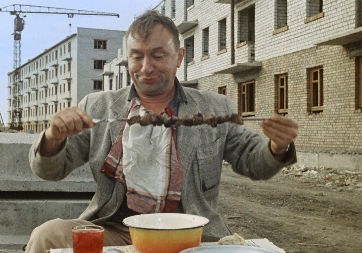 main Фронтод тулалдан шархдаж явсан Оросын алдартай жүжигчид