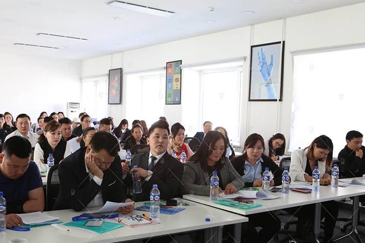 mosah-1 Монголын сайтын холбооны ерөнхийлөгчөөр Л.Оюунтунгалаг сонгогдлоо