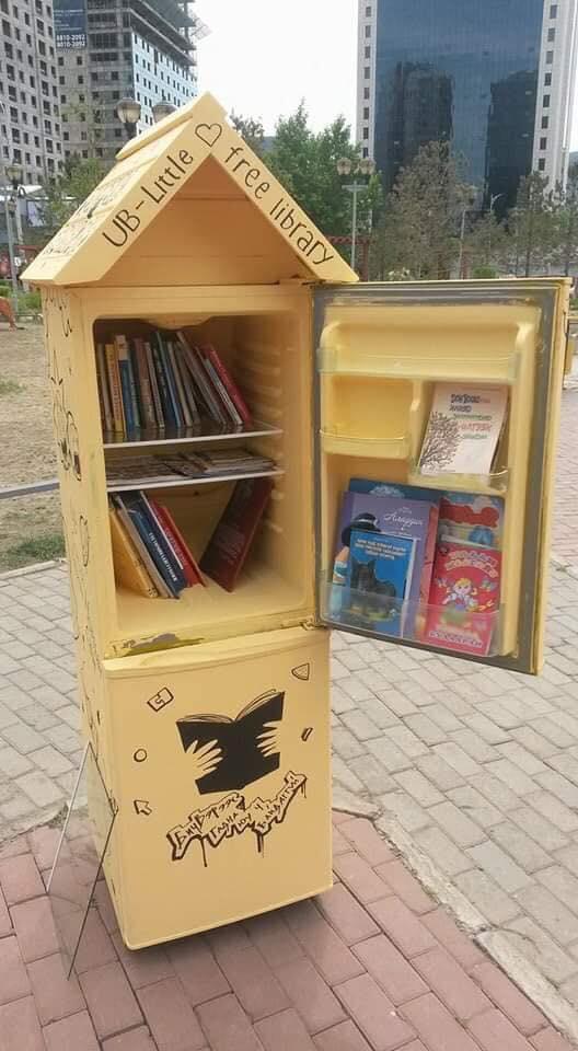 """10-6 Монголын анхны """"Гудамжны номын сан""""-г хөргөгчөөр хийжээ"""