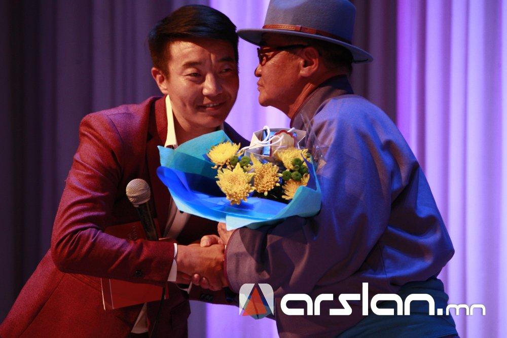2wnfo Ж.Алтангэрэл: Би шүлгээрээ Монголын цагдааг өмөөрч, алдаршуулах болно
