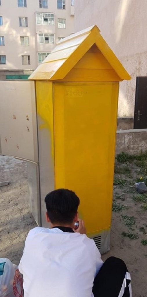 """4444441-507x1024 Монголын анхны """"Гудамжны номын сан""""-г хөргөгчөөр хийжээ"""