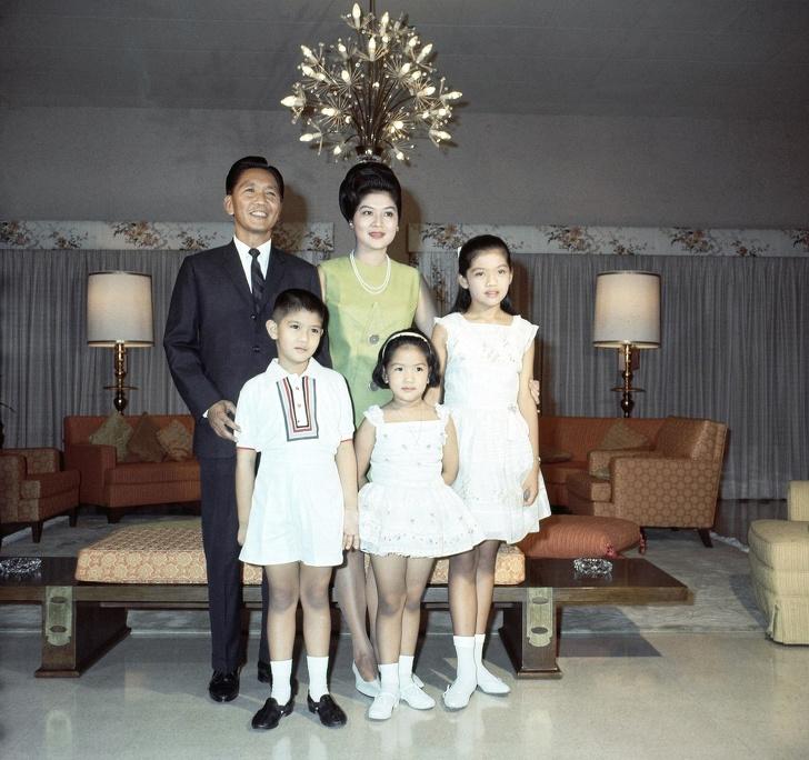 5975215-image-crop-1954x1838-1561031051-728-78c27635d7-1561195582 Ядуу охинд эрх ямба эдлүүлбэл юу болдог вэ буюу Филиппиний тэргүүн хатагтайн түүх