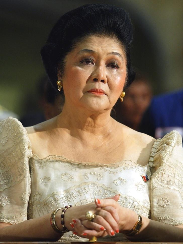 5975315-image-crop-1431x1912-1560851749-728-b2d801d70d-1561195582 Ядуу охинд эрх ямба эдлүүлбэл юу болдог вэ буюу Филиппиний тэргүүн хатагтайн түүх