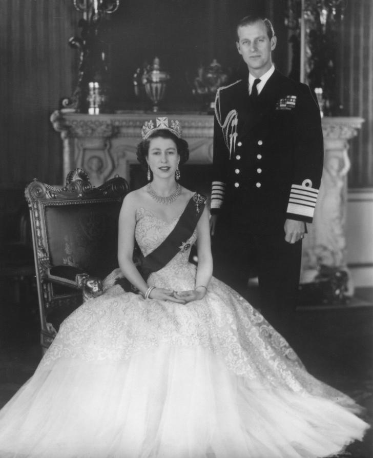 6107415-image-crop-1439x1767-1561373451-728-08bf045e1b-1561543258 Хатан хааны насны ханиараа сонгосон Европын хамгийн ядуу хунтайж