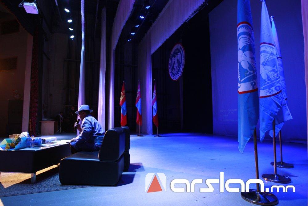 fmk6o Ж.Алтангэрэл: Би шүлгээрээ Монголын цагдааг өмөөрч, алдаршуулах болно