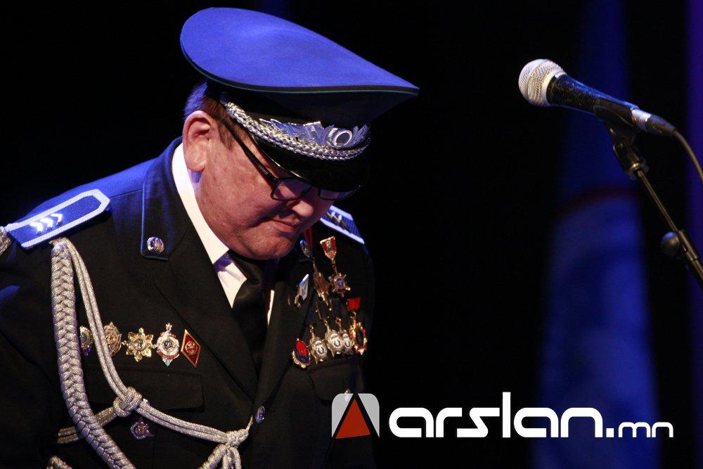 gpl75 Ж.Алтангэрэл: Би шүлгээрээ Монголын цагдааг өмөөрч, алдаршуулах болно