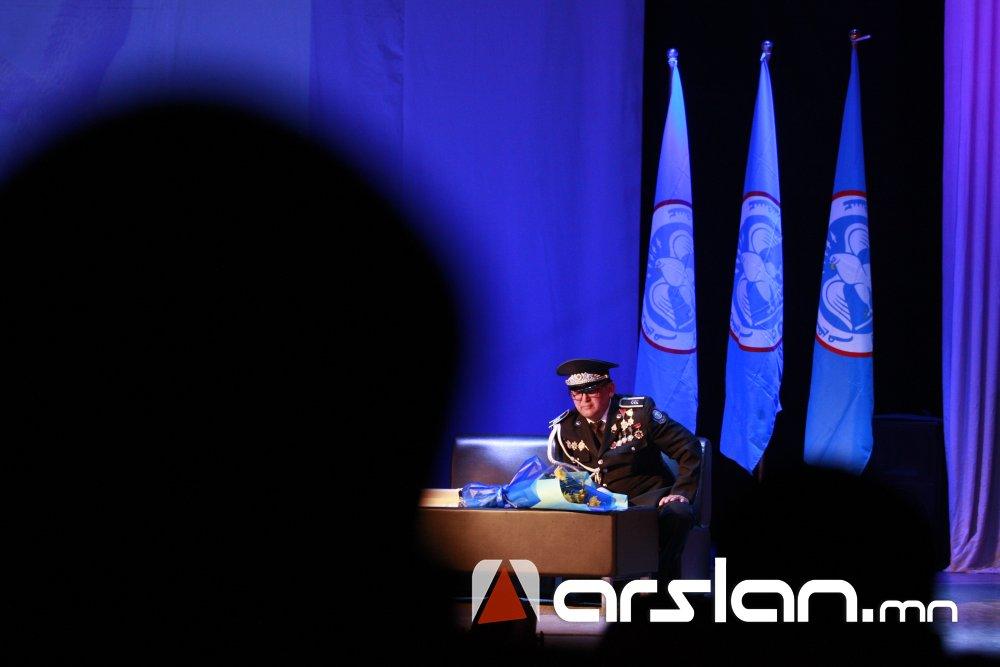 ieh8i Ж.Алтангэрэл: Би шүлгээрээ Монголын цагдааг өмөөрч, алдаршуулах болно