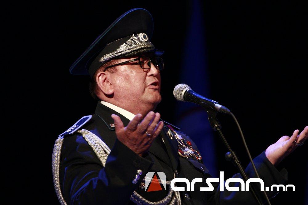 ugbzo Ж.Алтангэрэл: Би шүлгээрээ Монголын цагдааг өмөөрч, алдаршуулах болно