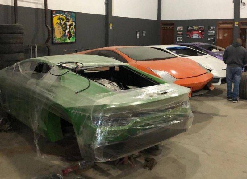 004 Бразилийн цагдаа нар хуурамч Ferrari, Lamborghini-ийн үйлдвэрийг хаалаа