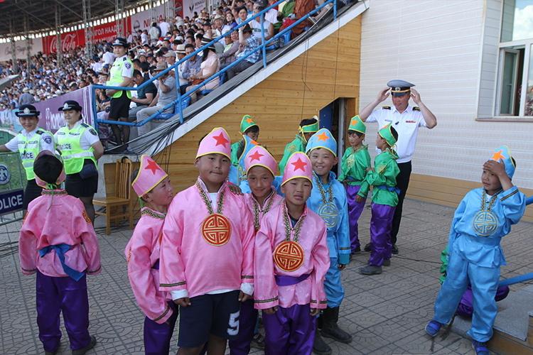 03-3 Хурдны морины уралдааны түрүүг авсан уяачид, унаач хүүхдүүд шагналаа гардан авлаа