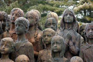 128f6a3df2f56208f5d21ac35c7db3d6-300x200 Чимээгүй, гэмгүй хохирогчид буюу Лидицегийн 82 хүүхдийн хөшөөний түүх