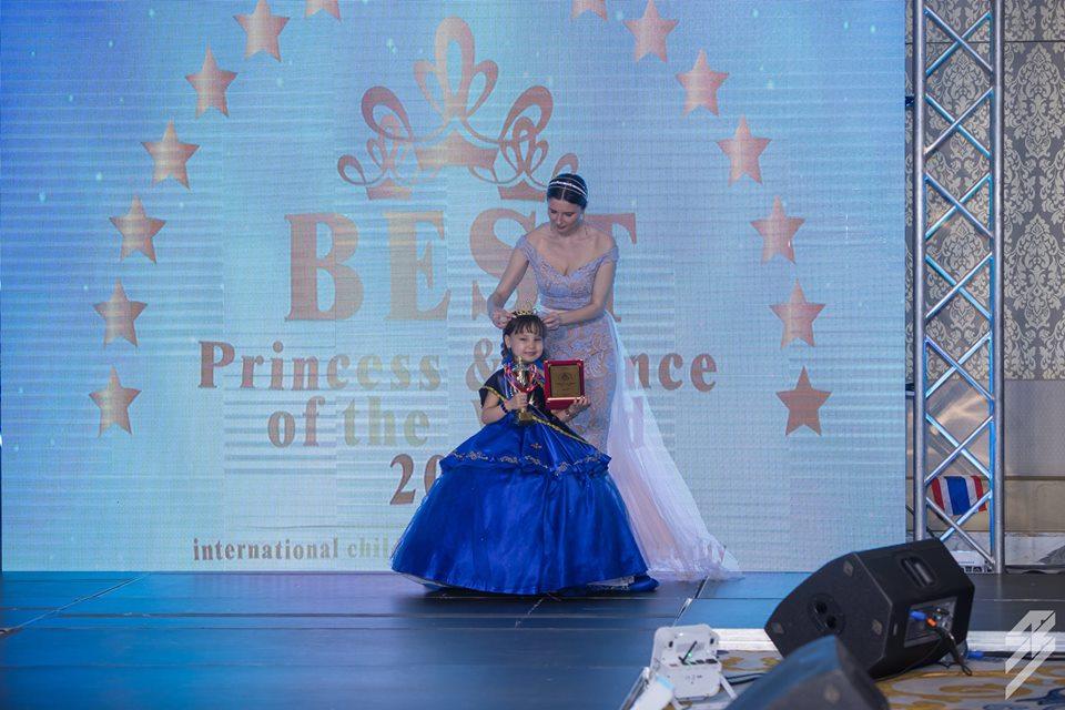 """15-9 """"C PLAN/KIDS Supermodel 2019"""" тэмцээний ялагч Г. Сарангоог бяцхан миссүүд хүлээн авч, баяр хүргэлээ"""