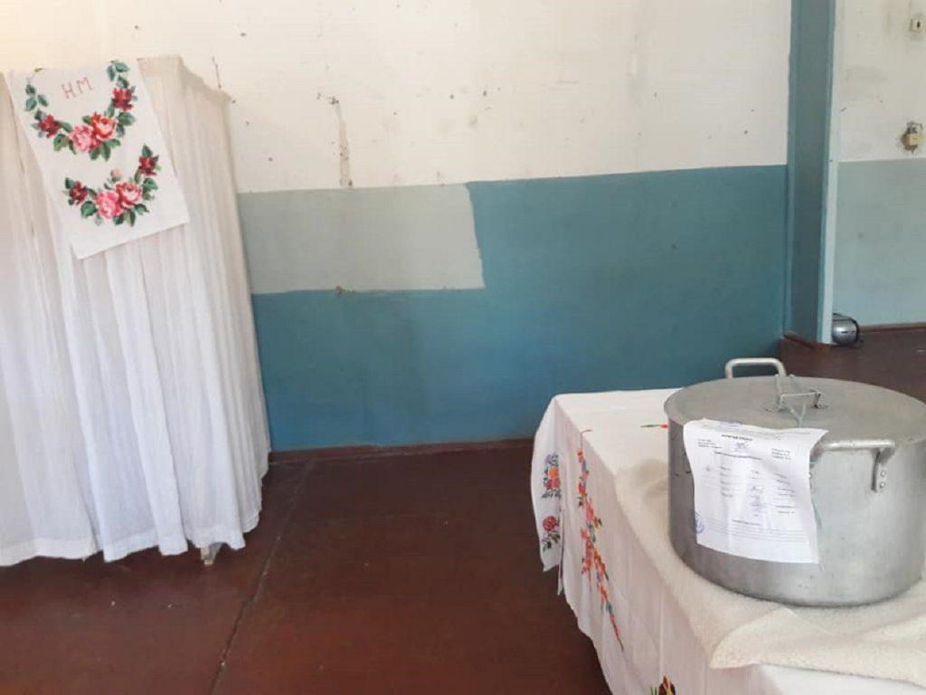 5d345898be6a0-1024x768 Украины сонгуульд хоолны тогоог саналын хуудасны хайрцаг болгожээ