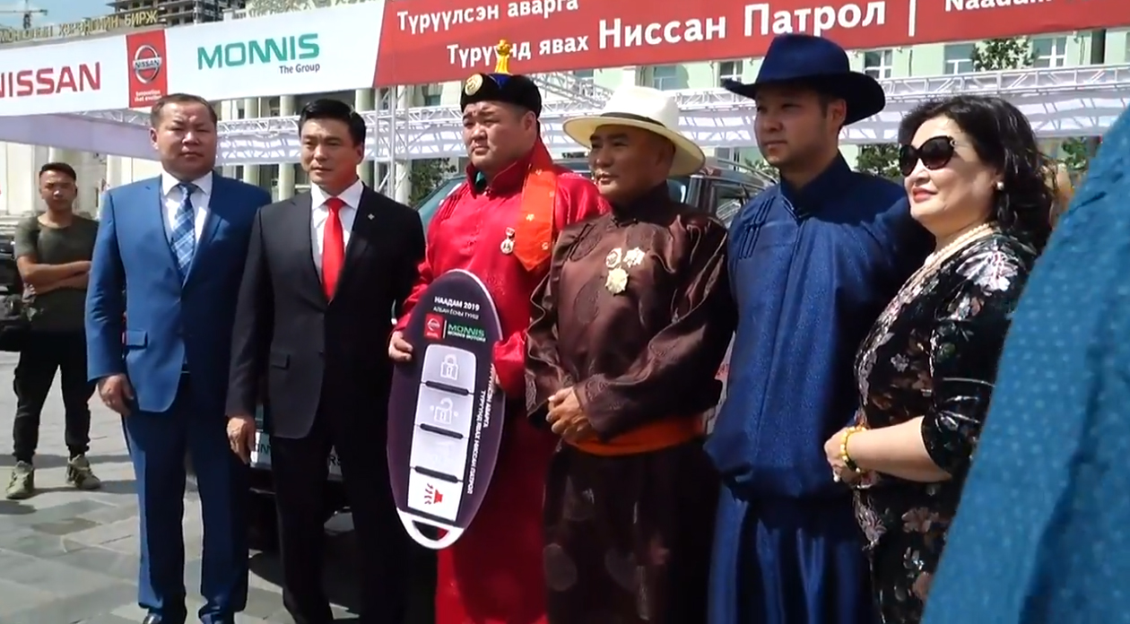 6-8 Монгол Улсын аварга Э.Оюунболд Nissan Patrol Y62 автомашинаа хүлээж авлаа