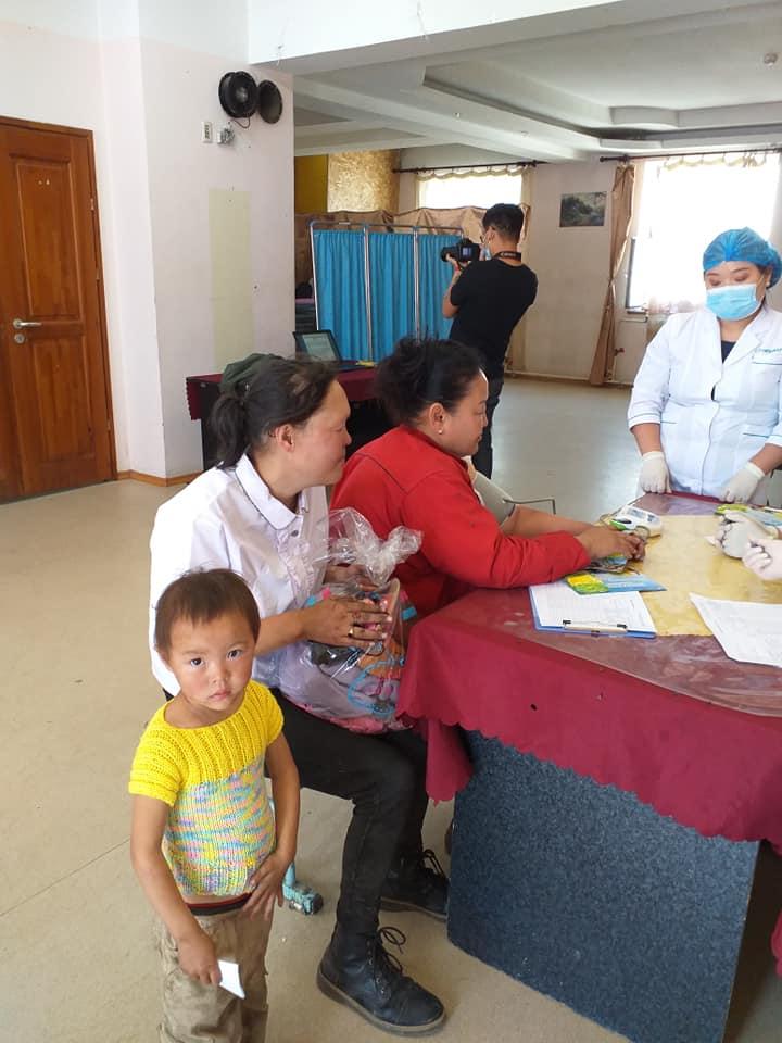 10-18 Хүрээ амаржих газрынхан Улаанчулуутын хогийн цэгт ажиллаж, иргэдэд эрүүл мэндийн үйлчилгээ үзүүллээ