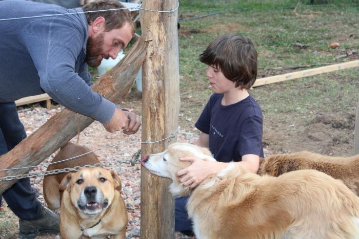 1045789 Монгол гэрт амьдардаг австрали гэр бүл