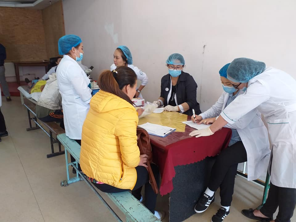 13-15 Хүрээ амаржих газрынхан Улаанчулуутын хогийн цэгт ажиллаж, иргэдэд эрүүл мэндийн үйлчилгээ үзүүллээ