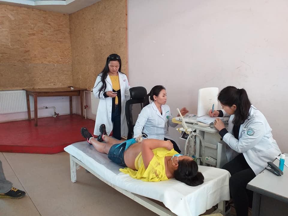 14-12 Хүрээ амаржих газрынхан Улаанчулуутын хогийн цэгт ажиллаж, иргэдэд эрүүл мэндийн үйлчилгээ үзүүллээ
